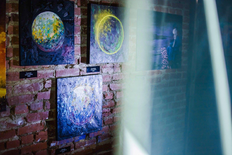 Выставка в лофте «Титры» от галереи уличного искусства «Свитер». Фото: Титры